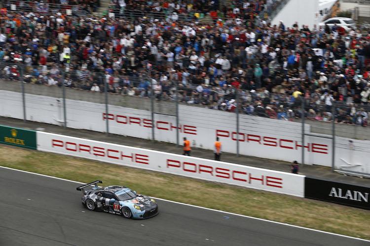 Porsche 911 RSR (77), Dempsey Proton Racing: Patrick Dempsey, Patrick Long, Marco Seefried (Credit: Porsche)