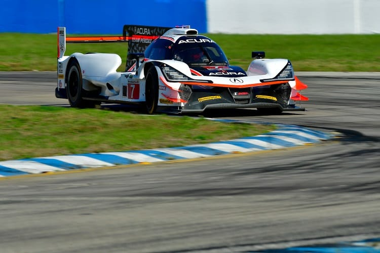 Helio Castroneves was fastest in FP1