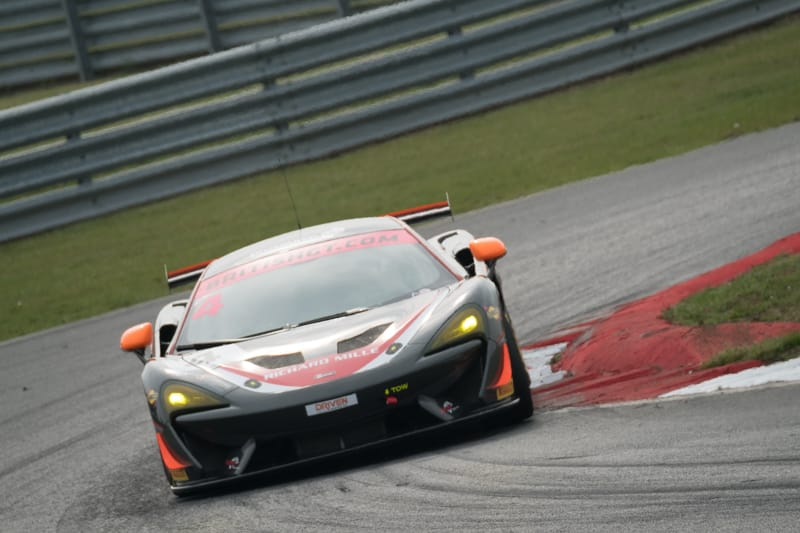 A Tolman Motorsport McLaren at Murrays on the Snetterton 300 Circuit.