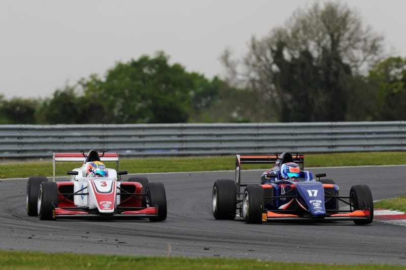 Johnathan Hoggard and Clement Novalak battling for the lead at Snetterton
