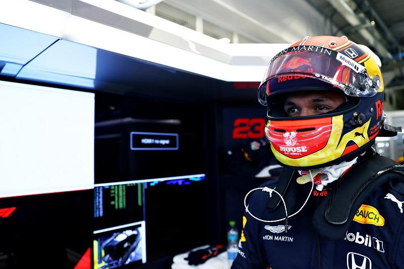 Horner Refuses to Blame Albon for First Practice Crash in Brazil
