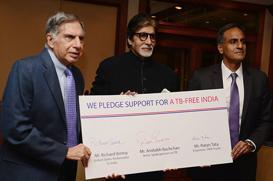 U.S. Ambassador to India Richard Verma, Bollywood superstar Amitabh Bachchan, and Sir Ratan Tata, chairman of Tata Trusts, hold up a sign of support.