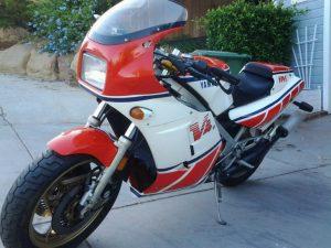 1985-yamaha-rz500-l-front-730x548