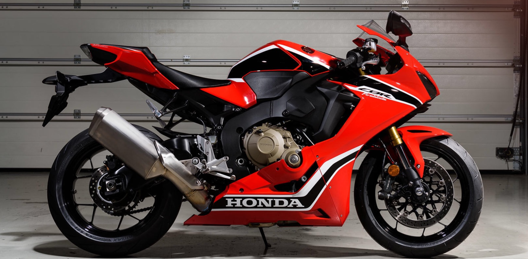 2017 honda cbr 1000 put the rr back on the litrebike map. Black Bedroom Furniture Sets. Home Design Ideas