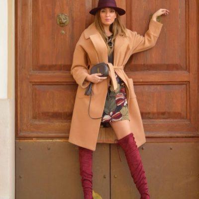 Cappotto cammello abito floreale The Chic Jam