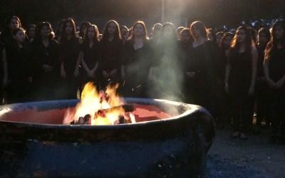 La memoria amorosa de 100 mujeres ardió en una hoguera artística