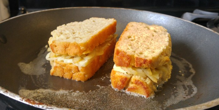 Beer Bread Grilled Cheese | thechillychili.com