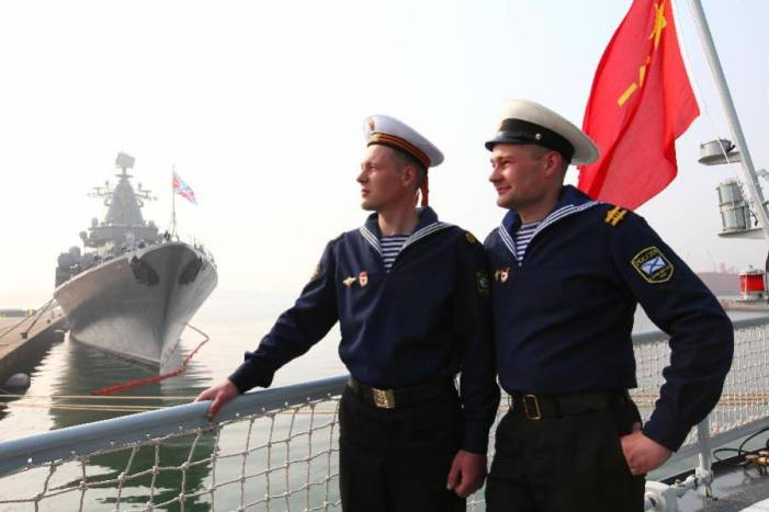 Chinese, Russian navy visit each other's warships