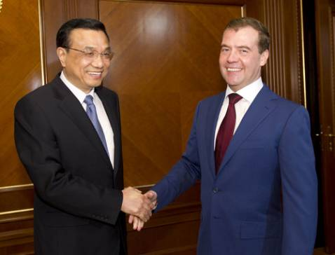 Li Keqiang meets with Russian business people