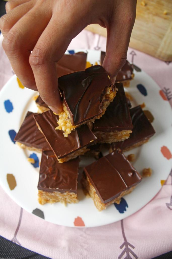 Vegan Peanut Butter Chocolate Rice Krispies - these rice krispie treats are like the ones you used to have when you were little bit with the addition of peanut butter - crispy, crunchy and sweet!