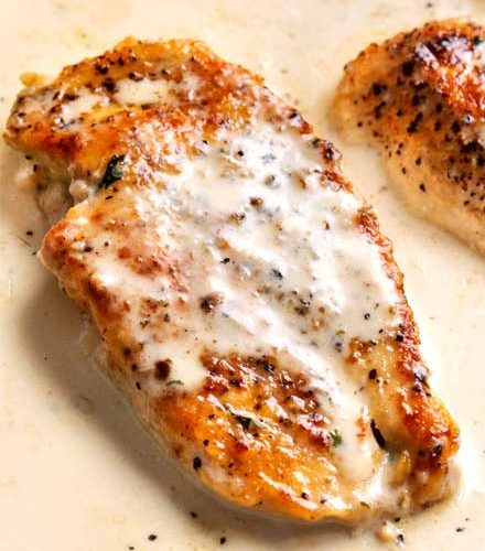 One Pan Creamy Garlic Chicken Breasts Quick Easy The Chunky Chef