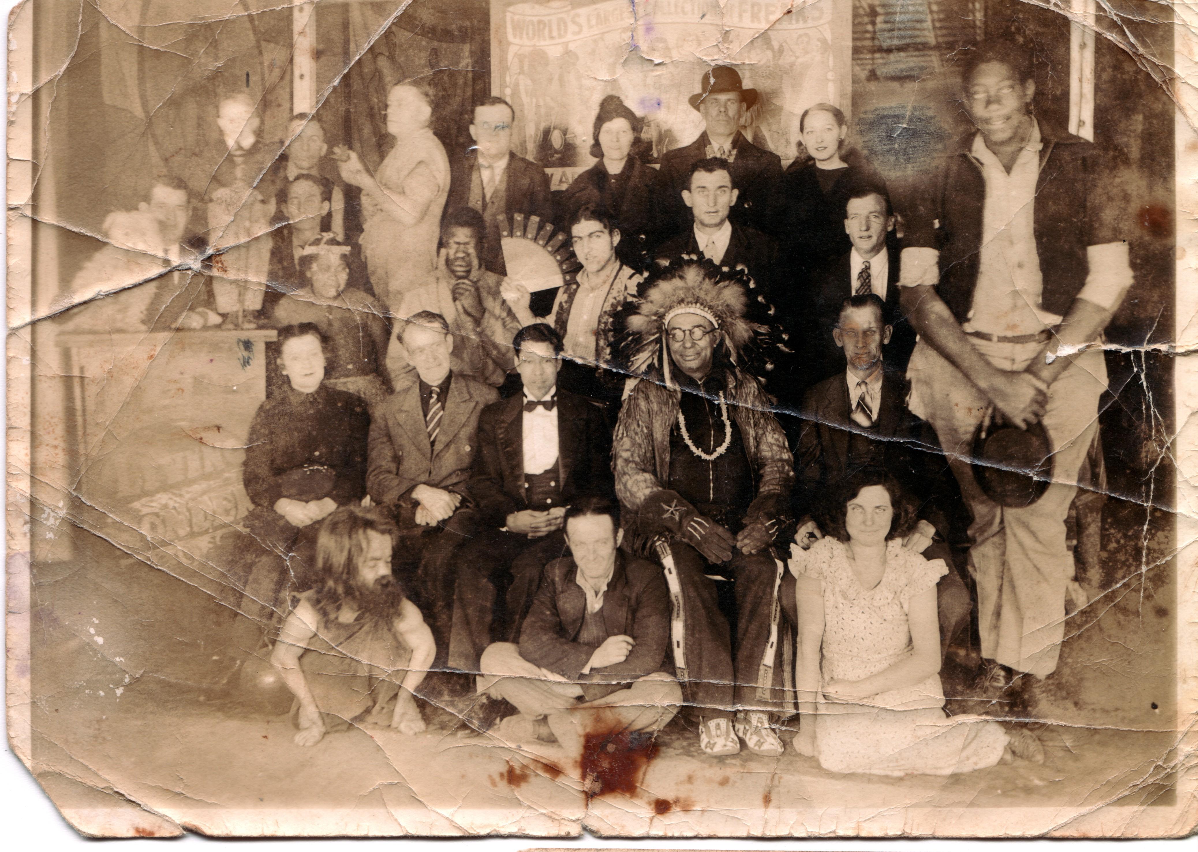 Resultado de imagen para minorities in circus 1800