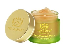 Tata Harper - Resurfacing Mask | A super gentle exfoliating and clarifying mask. I highly recommend it for acne prone skin - not only will it exfoliate your skin without irritation or dryness, but it works great at decongesting clogged pores and reducing the appearance of blackheads and enlarged pores.