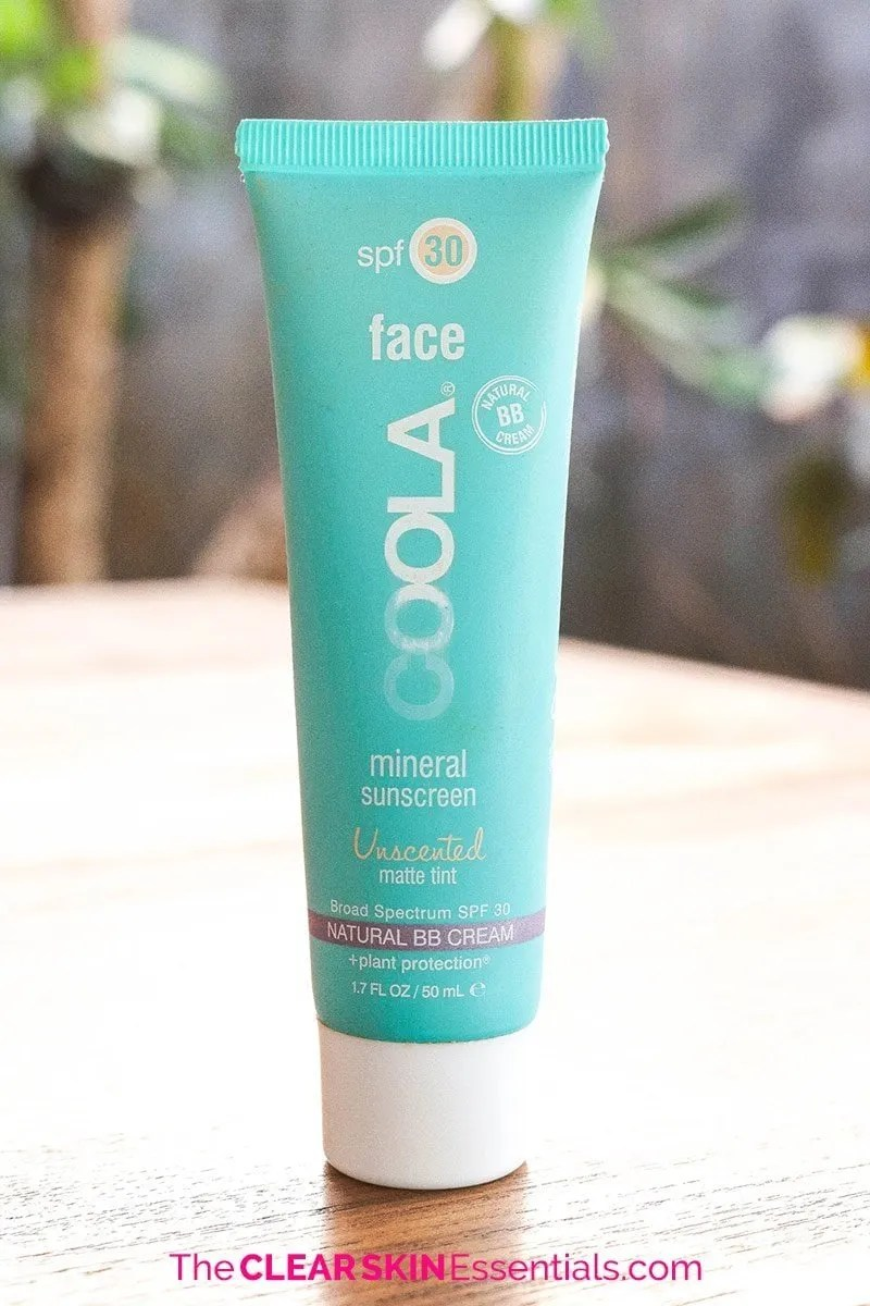 I much prefer mineral sunscreens over chemical sunscreens, especially for acne prone skin. Here's a mineral sunscreen review of products from Coola, Suntegrity, and Annmarie Skin Care I've been using over the past year - some I like, some I don't - click through to find out more! | www.TheClearSkinEssentials.com