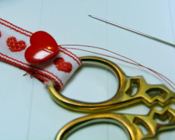 15 sew heart button