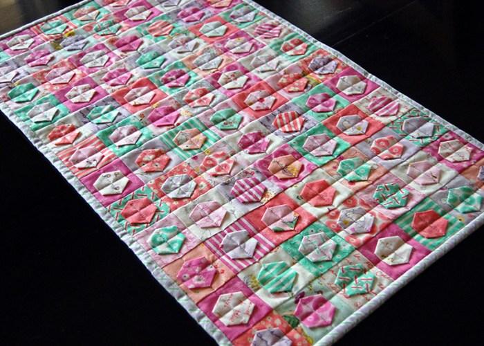 Patchwork-Hexagons-Table-Runner4
