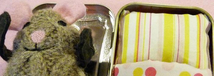 Make This: Altoid Tin Mouse House Tutorial