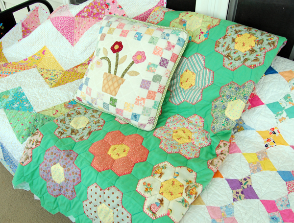 quilts-and-pillow