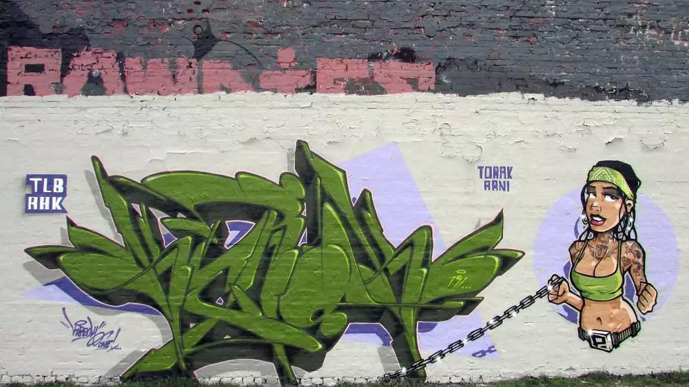 wall-graffiti-berlin-2