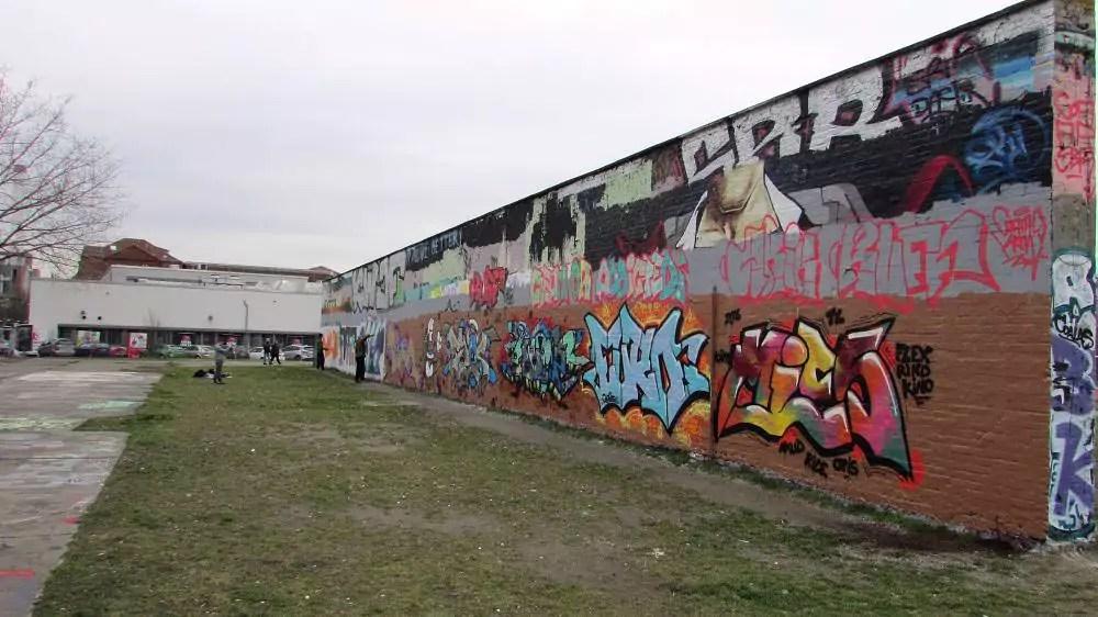 wall-graffiti-berlin-7