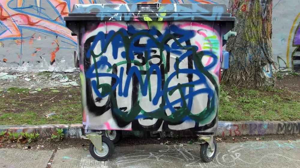 wall-graffiti-berlin-8