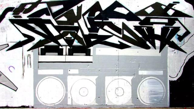 berlin walls sprayer graffiti