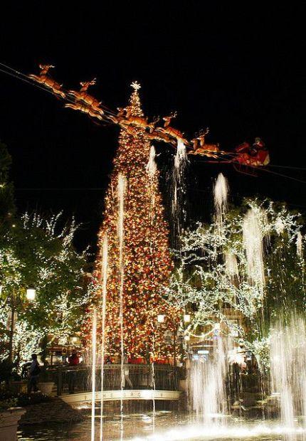 Free Christmas Spirit in Los Angeles; the grove LA christmas