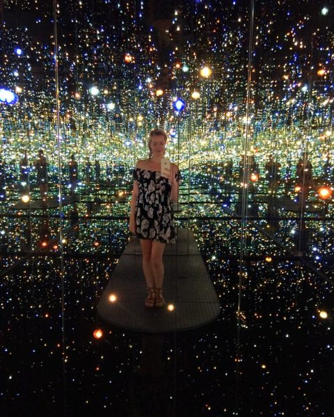 Everything You Need to Know When Visiting The Broad; Girl inside infinity mirrored room at the broad