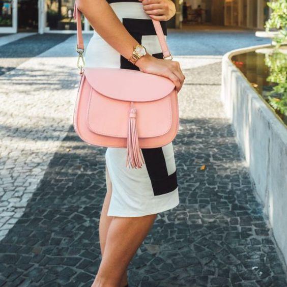 Best Travel Gift Ideas; gatta camera bag pink