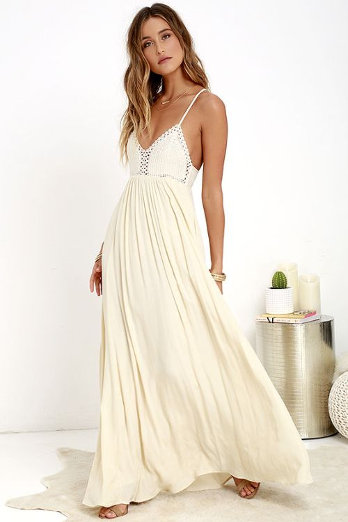 what you should pack for a California road trip; crochet white maxi dress