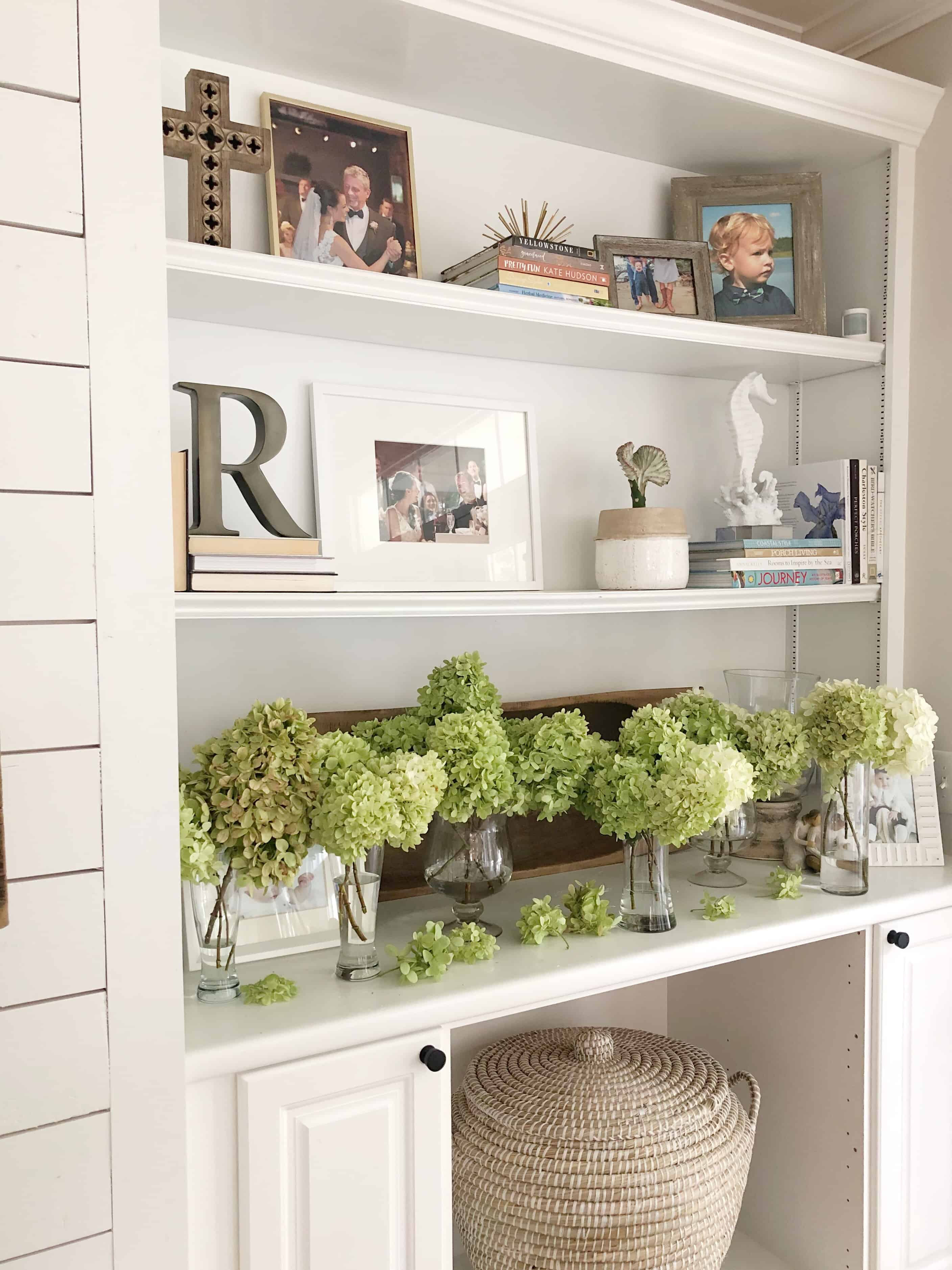 A quick and easy way to dry limelight hydrangeas by leaving them to dry in vases. #falldecor #hydrangeas #fallhydrangeas #dryingflowers #dryinghydrangeas #limelighthydrangeas #preservingflowers