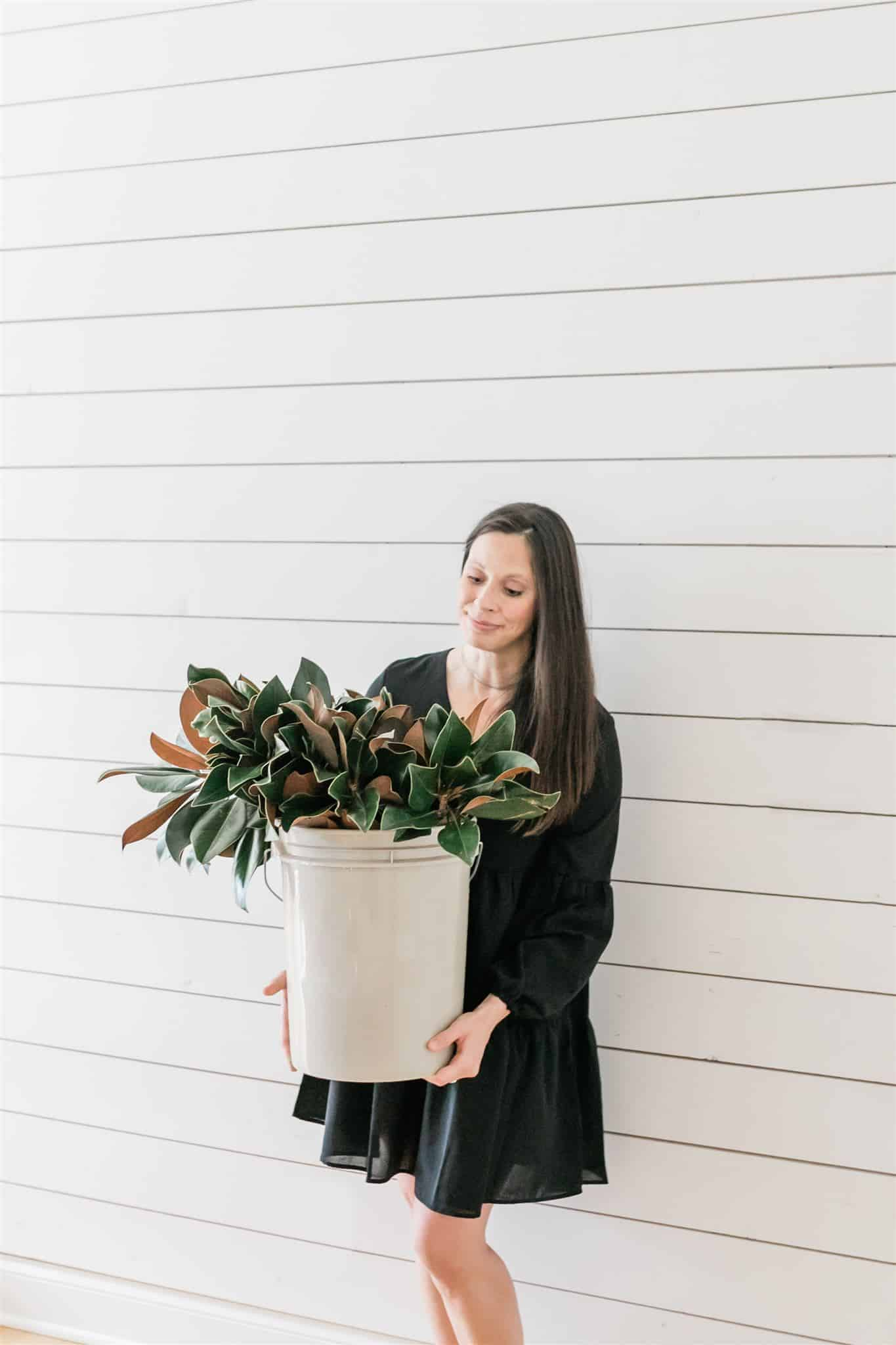 A DIY and how to make a real magnolia wreath for less than $20 using live clippings. #magnoliawreath #diywreath #wreathtutorial