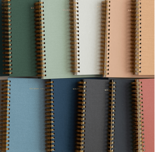 The best 2021 planners that are sleek, leather bound, coiled, and recommended to maximize organization and focus your goals for the new year. #planner #2021 #2021planner #organization #newyear #plannerorganization #leatherplanner #customplanner #customizedplanner #2021goals