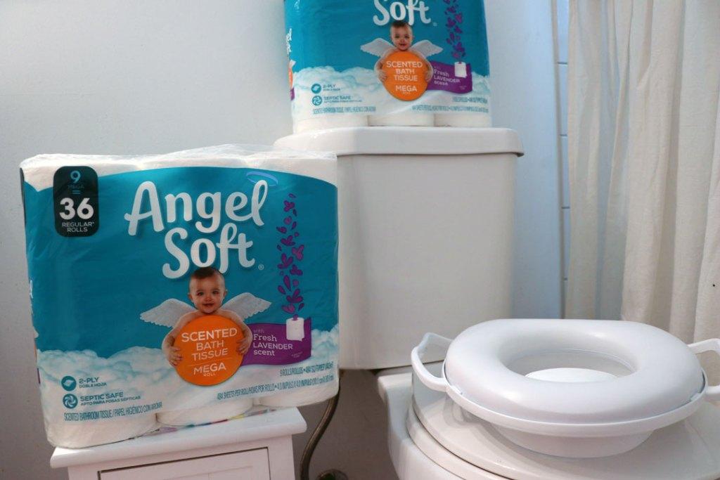 Easy Ways to Keep a Kid-Friendly Clean Bathroom
