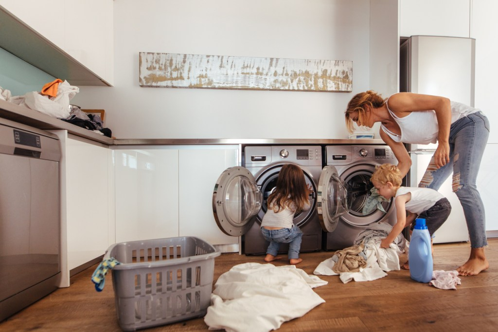 How To Juggle Housework And Young Kids