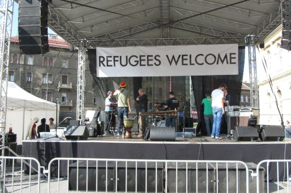 A concert in aid of the refuges at Keleti Station