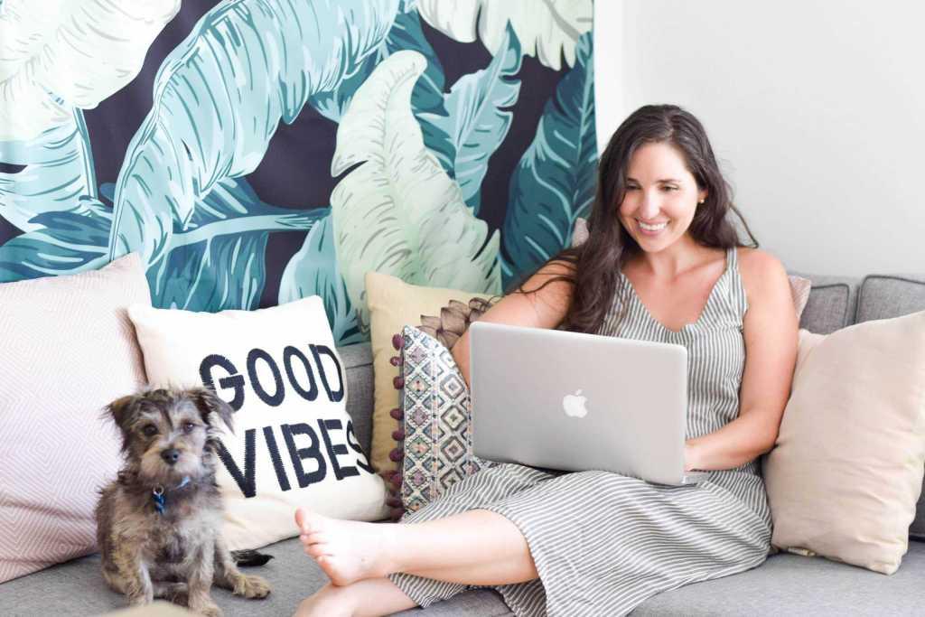 millennial blogger office tour jungalow