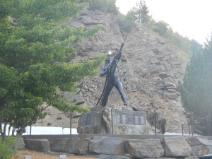 A Miner statue pointing to the sky