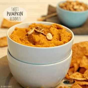 Sweet Pumpkin Hummus, like a healthy version of pumpkin pie! Pumpkin Spice season is the best time on earth!!! This is my favorite appetizer for autumn :)