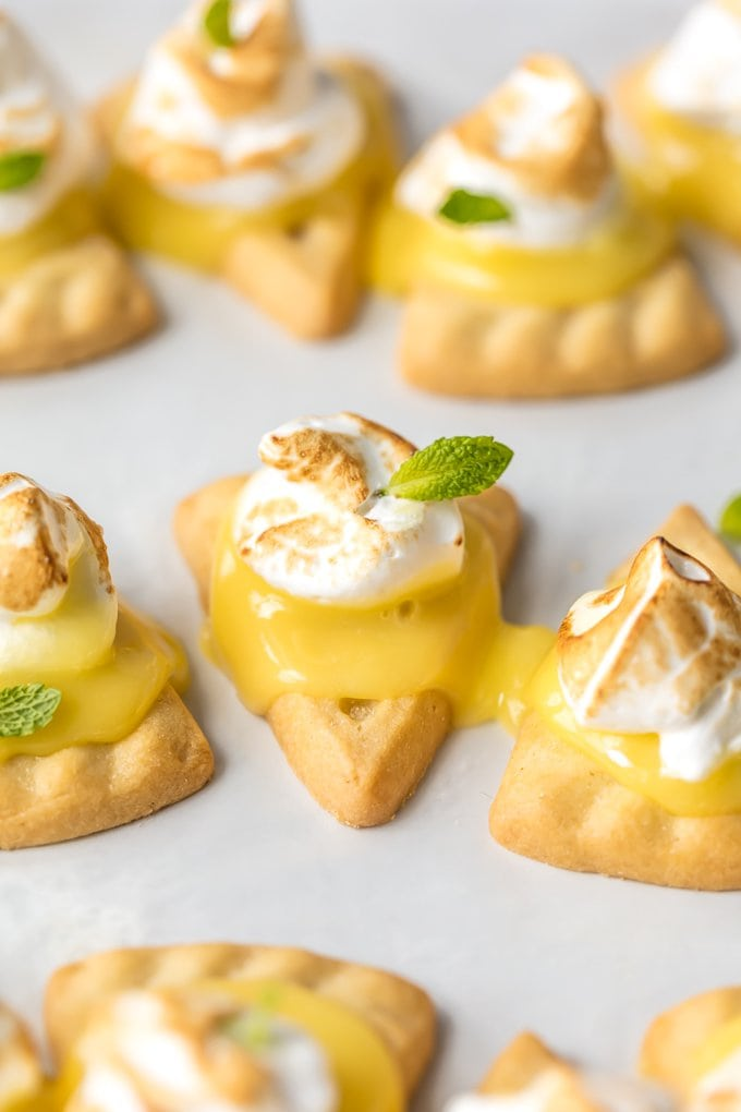 Shortbread triangle cookies with lemon curd and fresh meringue