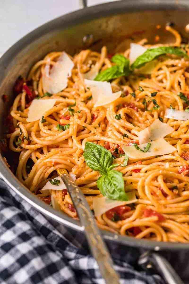 Pasta Pomodoro garnished with fresh basil