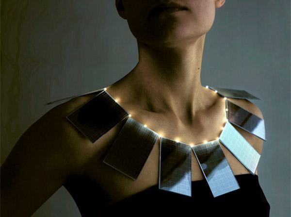 solar-power-necklace_by_mae-yokoyama_2