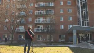 Coronavirus: Montreal-area singer raises voice to lift seniors' spirits amid pandemic