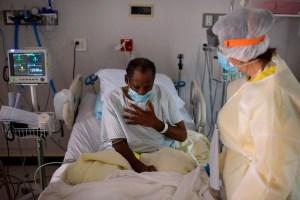 Main COVID-19 symptoms now headaches and sore throats, UK expert warns