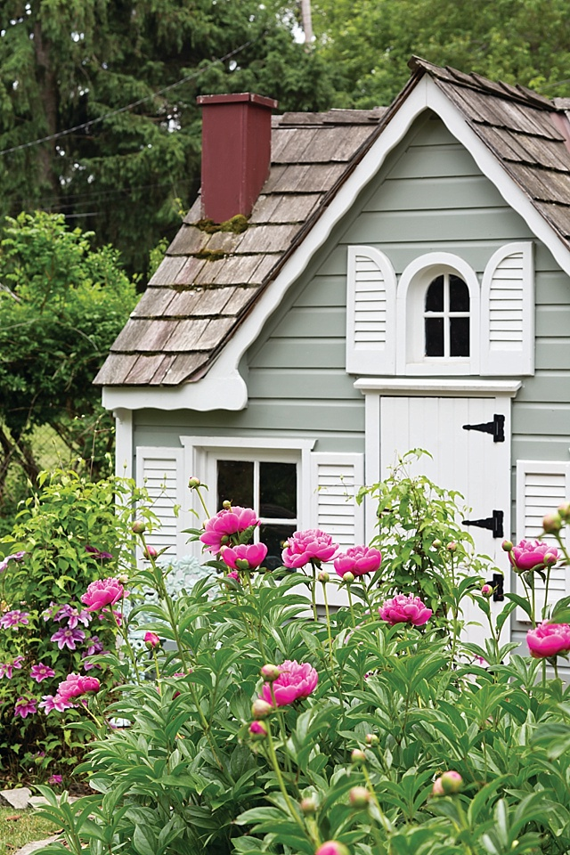 The Queen of Shabby Chic Gardens  The Cottage Journal