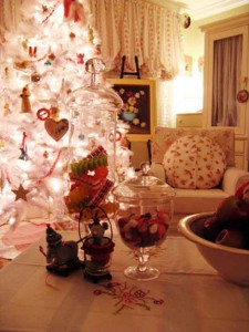 Match your Decor while decorating christmas tree