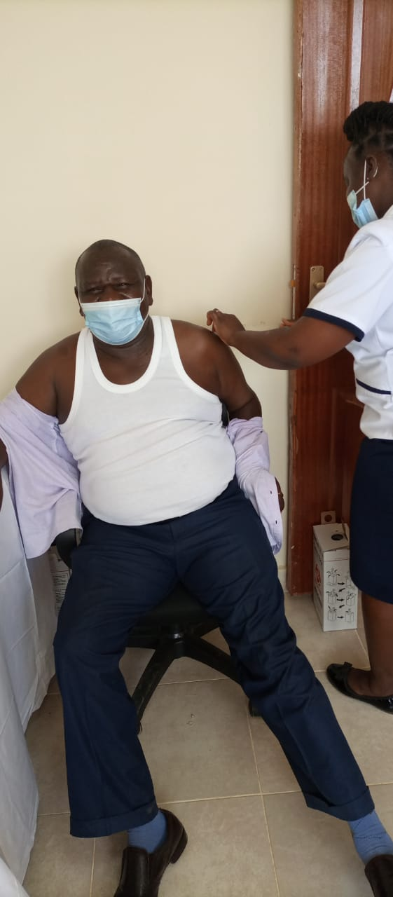 Kitui KNUT chief Mr Nding'o Takes Covid19 jab, Encourages t Teachers to for the Vaccine
