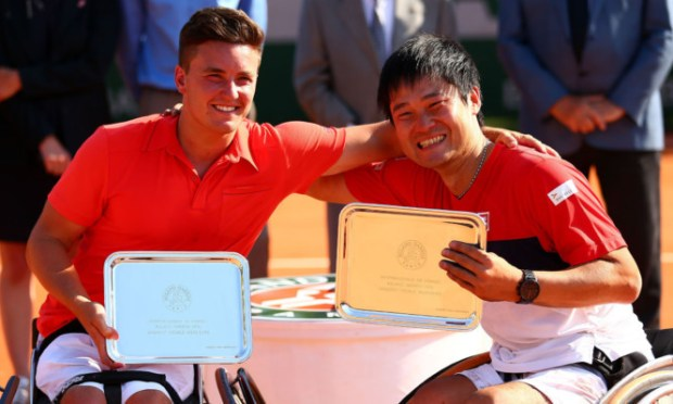 Gordon Reid celebrates with team-mate Shingo Kunieda.