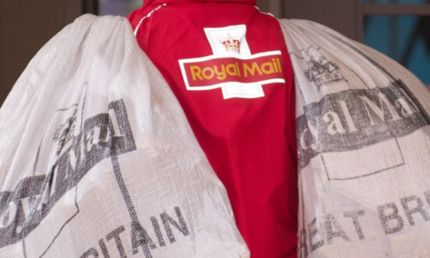 A postman carries bags of mail into Blackfriars Crown Court, London. PRESS ASSOCIATION Photo. Picture date: Monday September 16, 2013. Photo credit should read: Stefan Rousseau/PA Wire