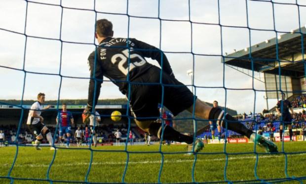 Liam Craig tucks away a late penalty.